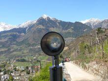 a fókuszban Tirol vára – egykor a tiroli grófok székhelye, ma Tartományi Múzeum