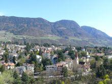 kilátás Meranora a Pulverturmból (Ortenstein várának egyedüli megmaradt részlete, melynek pincéjében a lőport tárolták a XVIII. században, innen a név is: Por-torony)